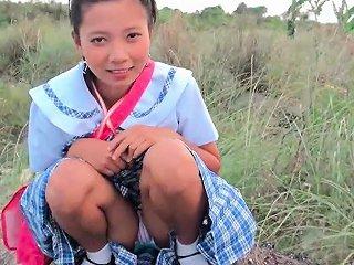 DrTuber Video - Daring Asian Amateur Gives An Outdoor Blowjob